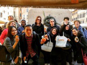 Koiné's students at Campo de' Fiori Market!
